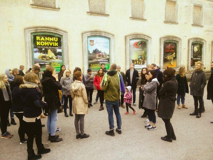 """Tutustuminen Aserin """"kylään"""" matkalla Tallinnasta Narvaan. Kylän arkkitehtuuri edustaa tyypillistä neuvosto-stalinistista arkkitehtuuria."""